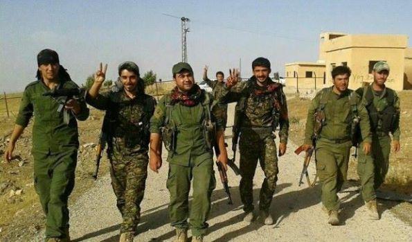 Combatientes de las Unidades de Potección del Pueblo (YPG) en Girê Spî.