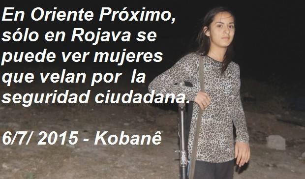 mujer kurda de guardia