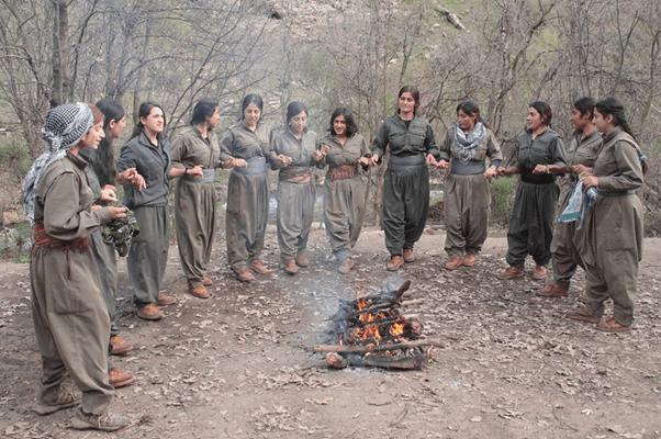 Kurdistán-Mujeres-Guerrilleras-602x400