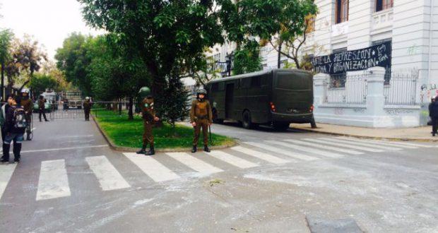 Desalojo y destrucción policial liceo Aplika