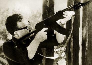 allende-con-fusil
